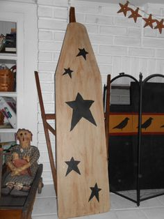 Old wooden ironing board Painted Ironing Board, Antique Ironing Boards, Wood Ironing Boards, Painted Boards, Painted Paper, Primitive Patterns, Primitive Crafts, Country Primitive, Egg Swing Chair