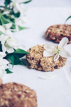 Date Sweetened Oatmeal Cookies
