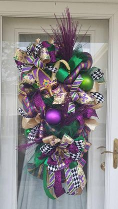 Your place to buy and sell all things handmade Be the envy of the neighborhood with this gorgeous Mardi Gras swag. Beautiful mask is nestled in a Mardi Gras Centerpieces, Mardi Gras Decorations, Easter Table Decorations, Holiday Wreaths, Holiday Decor, Mardi Gras Wreath, Deco Mesh Wreaths, Door Wreaths, Holidays And Events