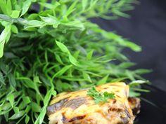 aubergine, pomme de terre, boeuf haché, tomate, oignon, huile d'olive, beurre, cannelle, miel, muscade, sel, poivre, beurre, farine...