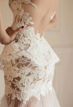 ginasdress:  This is the way to do lace!