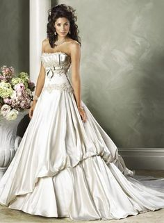 Short Petite Women   beauty style wedding dresses for short women