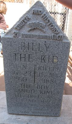 Billy the Kid Museum, Fort Sumner, New Mexico. This isn't the real grave or marker. The real one is at the nearby Fort Sumner museum. Both museums are very cool! New Mexico Style, New Mexico Homes, New Mexico Usa, Mexico House, Billy The Kid Museum, Santa Fe, New Mexico History, Travel New Mexico, Visit Santa