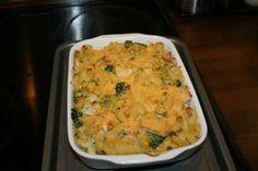 Chicken, leek and broccoli creamy pasta bake