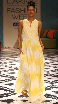 anita dongre- absolutely love this.                                                                                                                                                                                 Más