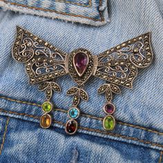 Brooches are at the peak of jewelry trends for the Spring 2017 season. Fashion houses have revived the trend by creating returning to life brooches with flowers, pearls and Swarovski crystals. We have a number of vintage brooches in our shop, take a look!
