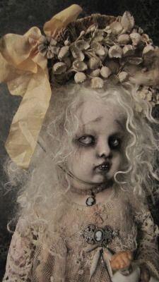 This doll . Halloween Snacks, Halloween Doll, Halloween Crafts, Halloween Decorations, Halloween Night, Happy Halloween, Zombie Dolls, Scary Dolls, Creepy Clown
