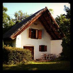 historic house at Csopaki Művésztelep Historic Homes, Cabin, Architecture, House Styles, Photography, Painting, Design, Home Decor, Historic Houses