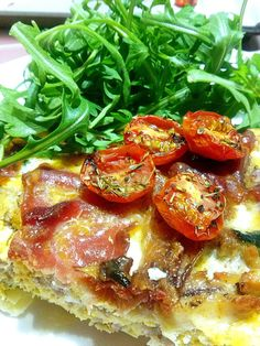 This recipe is delicious - it's a gluten-free, paleo, crustless quiche, packed full of protein. Bacon Recipes, Bruschetta, Vegetable Pizza, Quiche, Carrots, Protein, Paleo, Pork, Gluten Free