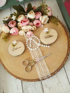Kütük nişan tepsisi Gift Wrapping Bows, Gift Wraping, Wedding Cards, Diy Wedding, Rustic Wedding, Engagement Decorations, Wedding Decorations, Paper Dahlia, 90th Birthday Parties