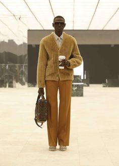 Logo Louis Vuitton, Louis Vuitton Hombre, Virgil Abloh Louis Vuitton, Collection Louis Vuitton, Fashion Week, Mens Fashion, Fashion Hub, Fashion Trends, Vetement Fashion