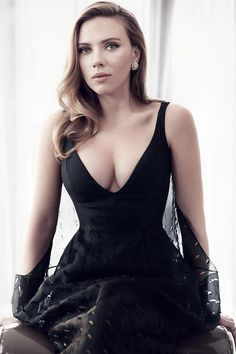 30 sexiest Pictures Of Scarlett Johansson-Seducing Cleavage Photoshoot Scarlett Johansson, Scarlett And Jo, Black Widow Scarlett, Beautiful Celebrities, Beautiful Actresses, Gorgeous Women, Beautiful Beach, Hollywood Heroines, Hollywood Actresses