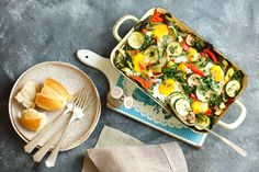 Jajka zapiekane z warzywami Vegetable Pizza, Chicken, Vegetables, Food, Diet, Dish, Kitchens, Essen, Vegetable Recipes