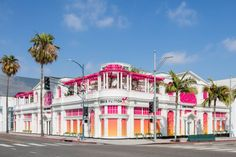 the exhibition includes 180 items from louis vuitton\'s archives including monogram bags reworked by rei kawakubo, cindy sherman, and frank gehry. San Diego, San Francisco, Cindy Sherman, Rei Kawakubo, Yayoi Kusama, Contemporary Classic, Contemporary Artists, Rodeo, Karl Lagerfeld