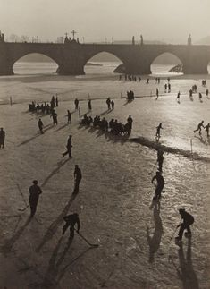 Grete Popper - 'On patiner sur la Vltava / On The River / Zima' Old Paintings, History Photos, Winter Fun, More Pictures, Czech Republic, Old Photos, Images, Black And White, City