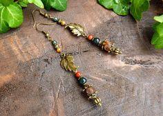 Boucles feuilles, Tourmaline, Agate mousse, Jaspe mokaite, Agate Dzi, métal bronze: ᘛ Refuge des Korrigans ᘚ : Boucles d'oreille par atelier-bijoux-legendaires