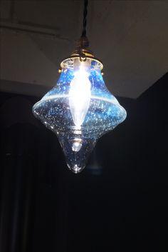 #ガラスペンダントランプ  #照明  #ランプ  #デザイン照明 #borosilicate #giyaman 照明  #glass#テーブルランプ#desk #lamp Chandelier, Ceiling Lights, Lighting, Pendant, Home Decor, Candelabra, Decoration Home, Light Fixtures, Room Decor