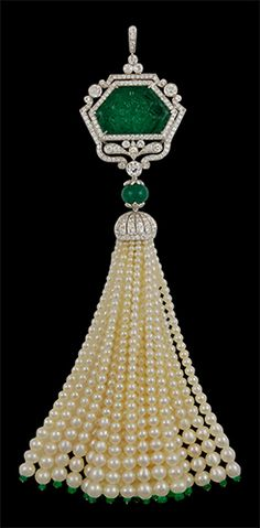 "Platinum Carved Emerald, Diamond & Pearls Tassle Pendant - Yafa Jewelry Now THAT""S a Tassel ! Tassel Jewelry, Art Deco Jewelry, Pearl Jewelry, Antique Jewelry, Vintage Jewelry, Fine Jewelry, Jewelry Design, Pearl Necklace, Geek Jewelry"
