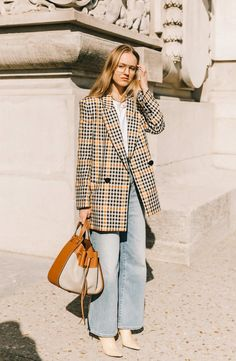 Here are the best street style looks seen at Paris Fashion Week, as captured by photographer Diego Anciano. Fashion Week, New York Fashion, Look Fashion, Street Fashion, Autumn Fashion, Fashion Outfits, Fashion Trends, Paris Fashion, Dress Outfits