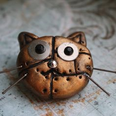 Steampunk cat brooch... Cute - kind of!