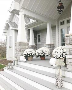 Exterior colors with stone curb appeal 50 Ideas for 2019 Exterior Gris, Exterior Design, House Paint Exterior, Exterior House Colors, Gray House Exteriors, Grey Siding House, Craftsman Exterior Colors, Beach Cottage Exterior, Craftsman Porch