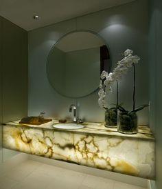 Kamień naturalny we wnętrzach. Marmur, onyks, granit, łupek, wapień, trawertyn.