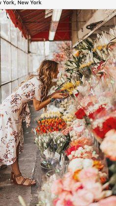 @tezzamb instagram pic Summer Flowers, Beautiful Flowers, Cute Girl Poses, Flower Market, Types Of Flowers, Flower Wallpaper, Photoshoot Inspiration, Flower Power, Floral Arrangements