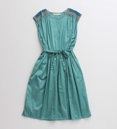 vintage teal dress with lace  (awesome color and dress)