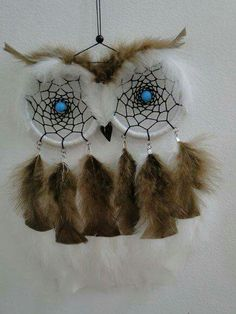 DIY Project Ideas & Tutorials: How to Make a Dream Catcher of Your Own 2017 Owl Dream Catcher, Dream Catchers, Handmade Crafts, Diy And Crafts, Arts And Crafts, Los Dreamcatchers, Creation Deco, Owl Crafts, Beautiful Dream