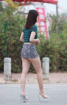 White Mini Cooper, Micro Skirt, Botas Sexy, Sexy Legs And Heels, Sexy Sandals, China Girl, Great Legs, Sexy Skirt, Beautiful Asian Women