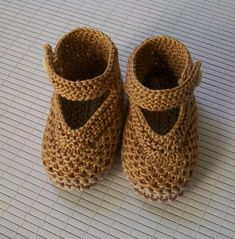 Knitting For Kids, Knitting Socks, Baby Knitting, Crochet Baby, Sock Shoes, Shoe Boots, Baby Booties, Baby Shoes, Play Clothing