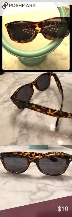 Tortoise Shell Wayfarer Sunglasses! Like New! Classic style 🕶🌞 Merona Accessories Sunglasses