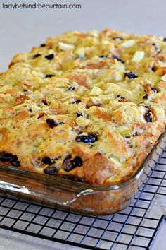 Christmas Bread Pudding - Lady Behind The Curtain - Bread Recipes Pudding Desserts, Köstliche Desserts, Pudding Recipes, Delicious Desserts, Dessert Recipes, Health Desserts, Christmas Bread, Christmas Cooking, Christmas Desserts
