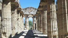 Tempio di Nettuno o di Zeus o di Apollo.  450 a.C. Navata Centrale del Naos. Paestum
