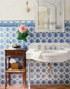 Brabourne Farm: Love .... Bathroom Flowers