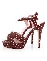 love me some pink and brown heals....