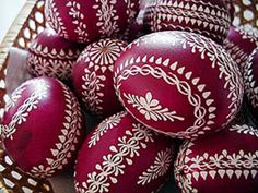 velikonoce na jižní moravě - Easter in South Moravia Easter Projects, Easter Crafts, Egg Shell Art, Easter Egg Pattern, Egg Tree, Easter Egg Designs, Ukrainian Easter Eggs, Diy Ostern, Faberge Eggs