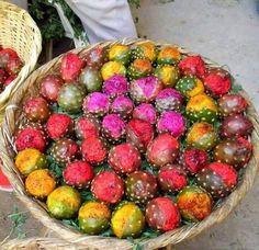 Wow!! Pitallas de las frutas mas ricas son: rojas color buganvilia, amarillas, blancas, es un privilegio probarlas  de la naturaleza.