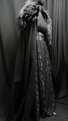Game Of Thrones Inspired by Sansa Stark black silver dress, leather belt, cloak and shoulder's fur custom made to your size! Game Of Thrones Outfits, Game Of Thrones Dress, Game Of Thrones Costumes, Game Of Thrones Cosplay, Black And Silver Dress, Black Satin, Black Silver, Black Belt, Sansa Stark Costume