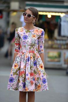 Robe courte printanière, imprimés fleuris, colorée