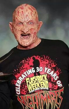 It's been 11 years since Robert Englund wore the famous Freddy Krueger make-up, now Freddy's Back! At Flashback Weekend.