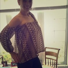 Body Language Top *Gold/Brown Pattern   *Off the Shoulder   *Very Unique Body Language Tops