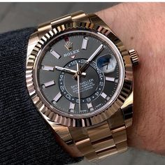 From this piece, you will find those Swiss watches for men which are offering like hot cakes through online or offline. These watches are from watchmakers like Omega, Rado, Tissot,… Stylish Watches, Luxury Watches For Men, Cool Watches, Rolex Watches, Latest Watches, Elegant Watches, Gentleman Watch, Swiss Army Watches, Beautiful Watches