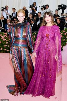 Dakota Johnson 29 holds hands with younger sister Grace 19 as they attend the Met Gala together 2000s Fashion, Fashion Models, Fashion Show, Fashion Design, Oscar Dresses, Evening Dresses, Celebrity Red Carpet, Celebrity Style, Lady Gaga Met Gala