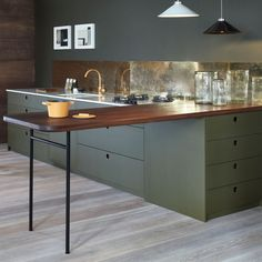 #olive #olivegreen #green #gold #metallic #metallic #splashback #splashbackideas #contemporary