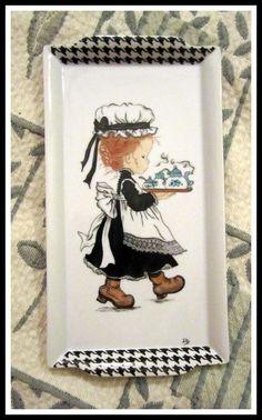 Tác na pečivo * obdelník, bílý porcelán s ozdobným černým lemem a malovanou malou služebnou, roztomilé ♥