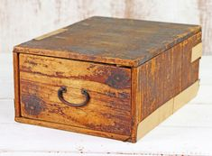 This small rustic single drawer vintage Japanese box is the definition of simplicity. Vintage Bench, Vintage Storage, Vintage Chairs, Vintage Furniture, Hallway Storage, Living Room Storage, Cupboard Storage, Japanese Furniture, Living Room Cabinets