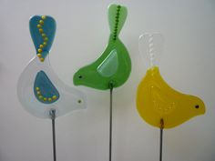 A trio of fused glass staked birds! More designs available from: http://www.sharoncherryglass.com