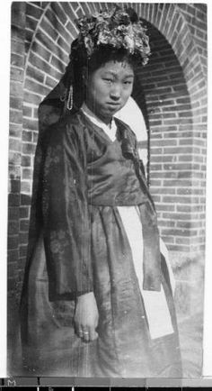 Bride, Gishu, Korea, 1926 :: Maryknoll Mission Photography Archive, USC.