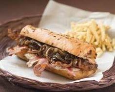 Sandwich aux oignons et au bacon